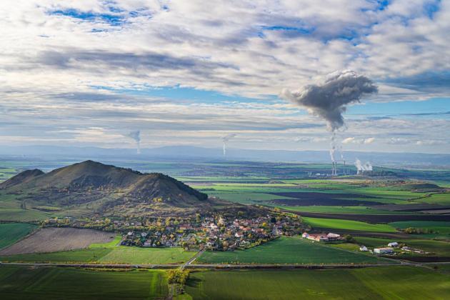 Pohled na elektrárnu Počerady.